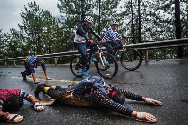 Ông bố của năm, quyết rủ cậu con trai cùng đạp xe hơn 2000km để thử thách lòng kiên trì - Ảnh 10.