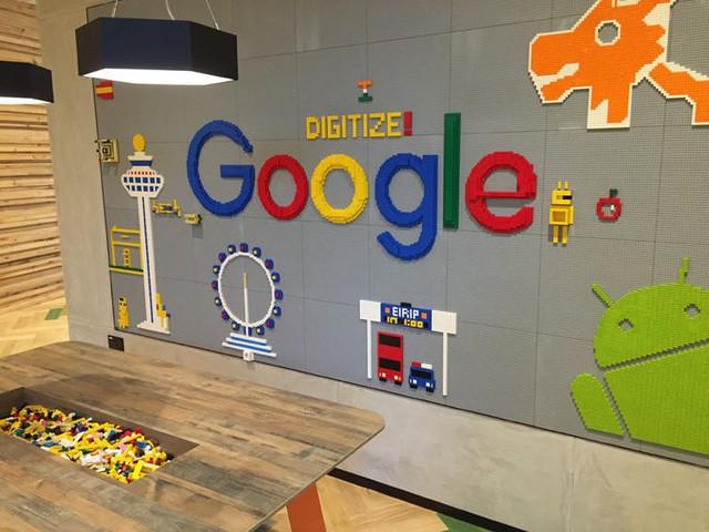 Văn phòng Google tại Singapore: Đồ ăn miễn phí, nhân viên có phòng ngủ, phòng cầu nguyện, cắt tóc, các bà mẹ có chỗ cho con bú, vắt sữa... - Ảnh 1.