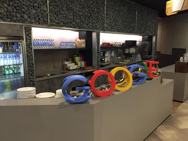 Văn phòng Google tại Singapore: Đồ ăn miễn phí, nhân viên có phòng ngủ, phòng cầu nguyện, cắt tóc, các bà mẹ có chỗ cho con bú, vắt sữa... - Ảnh 6.