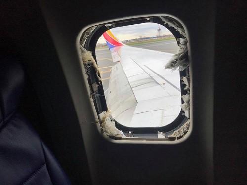 Máy bay Mỹ nổ động cơ giữa trời, một hành khách bị hút ra ngoài và thiệt mạng - Ảnh 2.