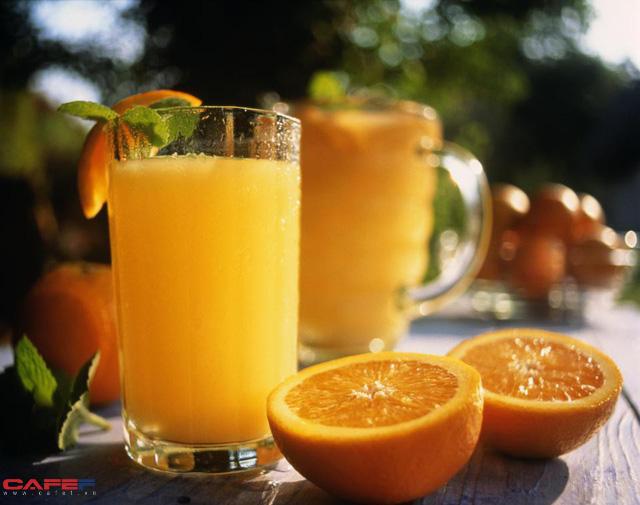 Sai lầm tệ hại khi uống nước cam vào bữa sáng - Ảnh 1.