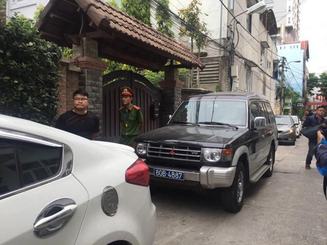 Công an đang khám xét nhà 2 cựu Chủ tịch Đà Nẵng Trần Văn Minh, Văn Hữu Chiến - Ảnh 3.