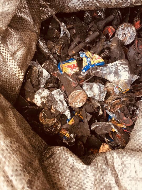 Cận cảnh chế biến cà phê độc hại từ tạp chất và than pin - Ảnh 7.