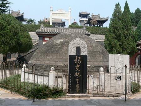 Viên ngọc nghìn tỷ trong mộ Từ Hy và những bí ẩn gây tranh cãi nhiều nhất trong lịch sử TQ - Ảnh 1.