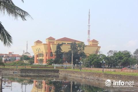 Quảng Bình: Bảo tàng tiền tỷ cửa đóng, then cài suốt... 15 năm - Ảnh 1.