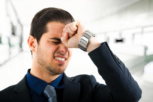 """Những thói quen xấu không ai ngờ là nguyên nhân khiến bệnh đau đầu mãi """"đeo bám"""" bạn - Ảnh 1."""