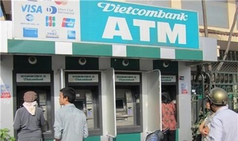 NHNN yêu cầu các ngân hàng tăng cường chống tội phạm liên quan ATM - Ảnh 1.