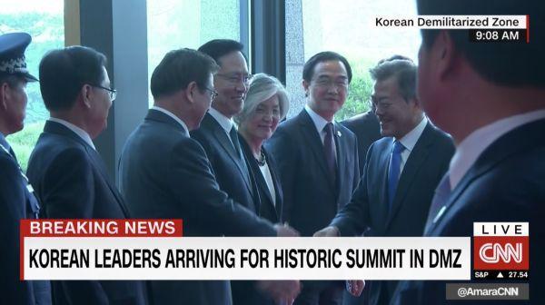 [CẬP NHẬT] Nhà lãnh đạo Triều Tiên Kim Jong-un và TT Hàn Quốc đã bước vào phòng họp kín - Ảnh 4.