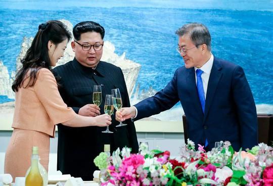 Ông Kim Jong-un tiết lộ điều kiện từ bỏ vũ khí hạt nhân - Ảnh 1.