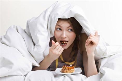 5 lý do bạn nên chấm dứt thói quen ăn đêm nguy hiểm ngay bây giờ - Ảnh 2.