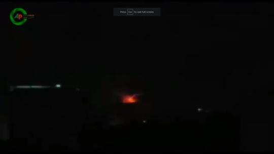 Syria tố hàng loạt căn cứ quân sự bị tên lửa tấn công - Ảnh 1.