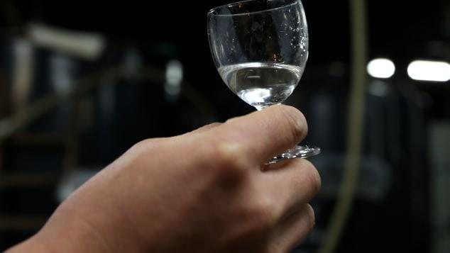 CNN bình chọn 15 thức uống hảo hạng nhất thế giới: Loại nước mà ngày nào ta cũng dùng bất ngờ nằm ở vị trí số 1 - Ảnh 1.