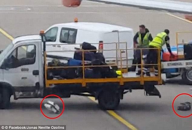 Nhìn cách nhân viên sân bay Nhật Bản lau từng vali của khách, cư dân mạng không tiếc lời khen ngợi, thán phục - Ảnh 3.