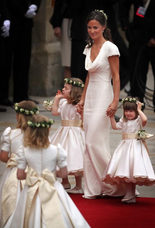 Sắp tổ chức hôn lễ, Meghan Markle chắc chắn phải nhớ 10 nguyên tắc trang phục này trong đám cưới Hoàng gia - Ảnh 1.