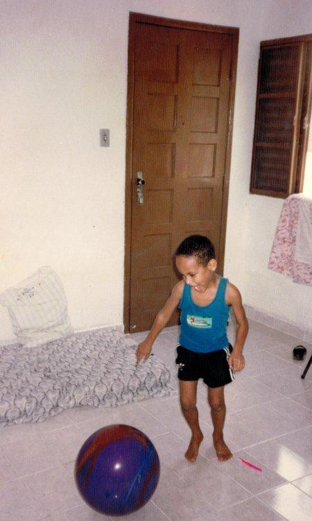 Neymar không bao giờ bỏ cuộc: Cậu bé ở khu phố nghèo chinh phục giấc mơ với trái bóng, trở thành cầu thủ đắt giá nhất thế giới - Ảnh 4.