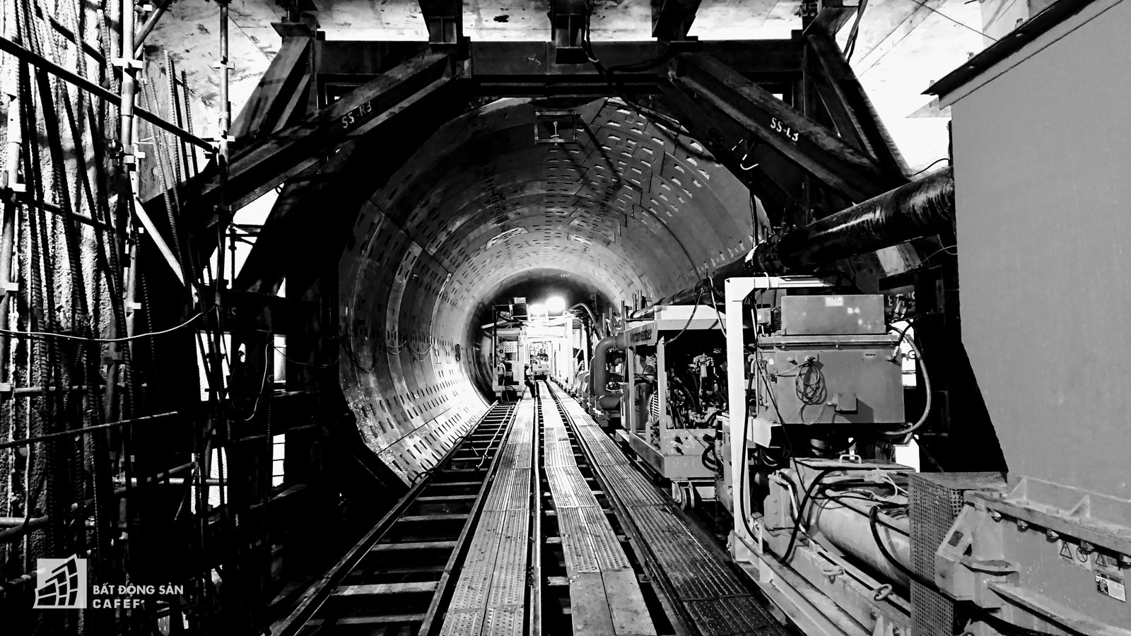 Ngắm đường hầm tàu điện đầu tiên tại Việt Nam sâu 17m dưới lòng đất Sài Gòn - Ảnh 3.