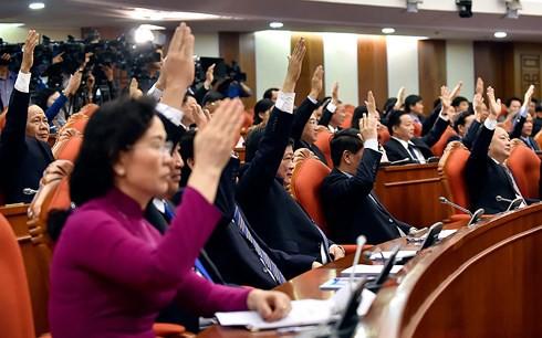 Bế mạc Hội nghị T.Ư 7: Đề cao giải pháp kiểm soát quyền lực, chống chạy chức quyền - Ảnh 3.