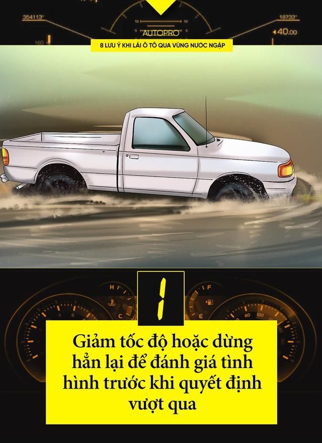8 lưu ý khi lái ô tô qua vùng nước ngập - Ảnh 1.