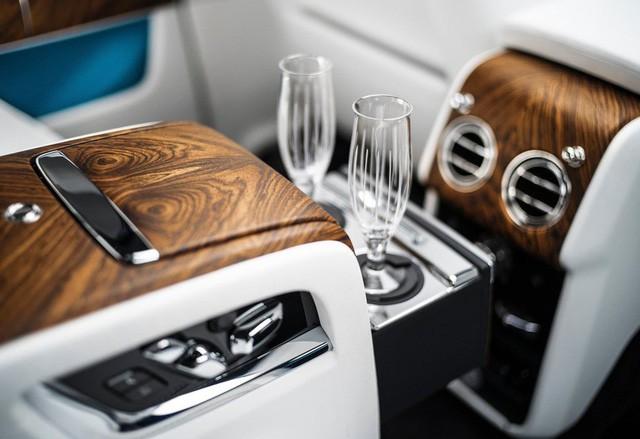 Rolls-Royce Cullinan chính hãng giá trên 41,2 tỷ đồng đã có đại gia Việt đặt hàng - Ảnh 11.