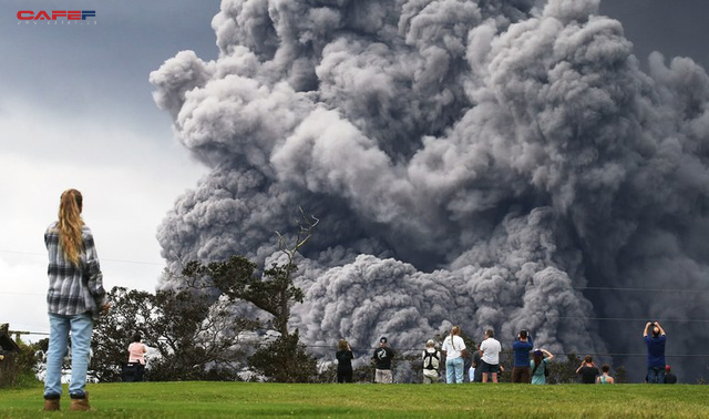 Bất chấp núi lửa phun trào ở Hawaii, các golfer vẫn bình thản vung gậy để trải nghiệm cảm giác mạo hiểm - Ảnh 1.