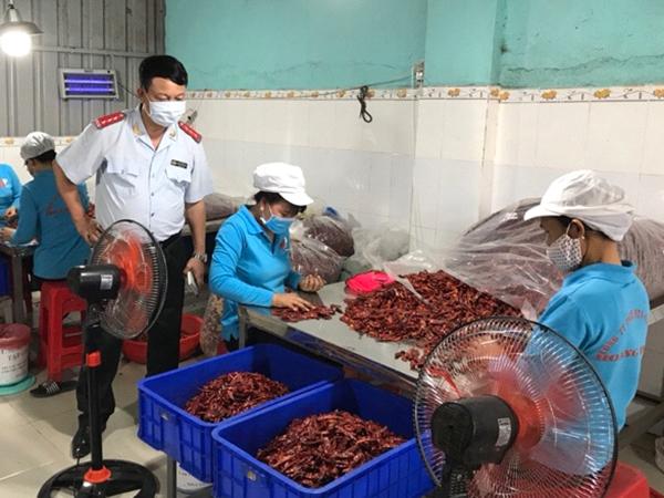 Phát hiện nhiều doanh nghiệp, cơ sở sản xuất ớt bột có chất gây ưng thư gan vượt quy định - Ảnh 1.