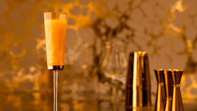 Bên trong nhà hàng xa xỉ phục vụ đồ ăn làm từ vàng ở Dubai - Ảnh 6.
