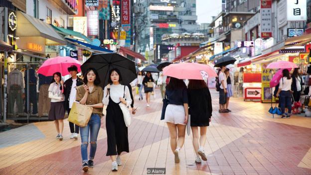 Không hẹn hò, không kết hôn và không sinh con: Thực trạng đang gây hoang mang trong xã hội Hàn Quốc - Ảnh 1.