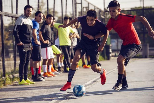 Cuộc đi dạo của sếp Nike và câu chuyện mà những con số thống kê không bao giờ biết kể - Ảnh 1.