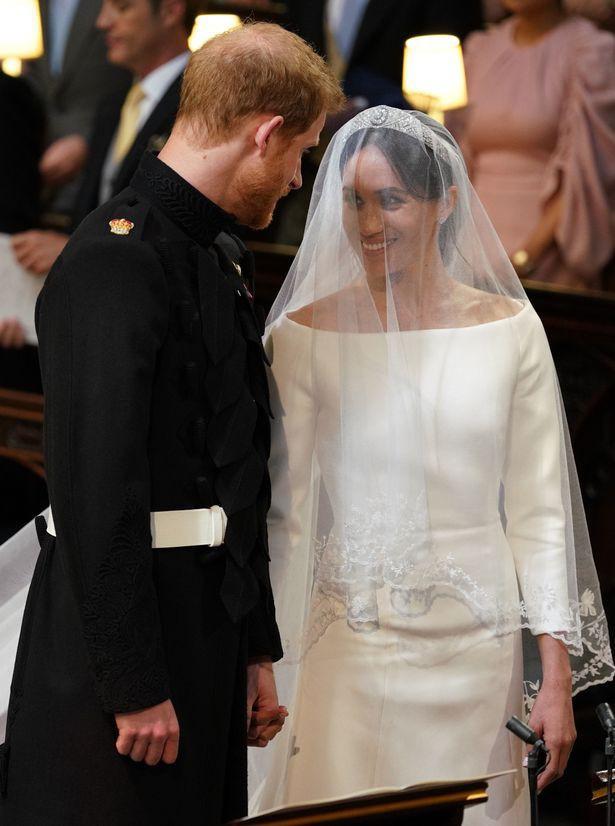 Những khoảnh khắc lãng mạn nhất trong đám cưới Hoàng tử Anh - Ảnh 1.