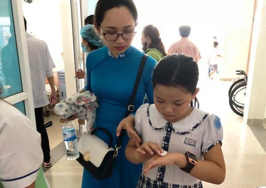 Sau khi uống trà sữa, hàng chục học sinh nhập viện cấp cứu - Ảnh 3.