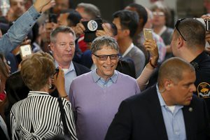 Warren Buffett 60 năm không đổi nhà, Bill Gates xài đồng hồ giá chỉ 200 nghìn đồng - Các tỷ phú giàu nhất thế giới sống đơn giản như vậy đó - Ảnh 3.
