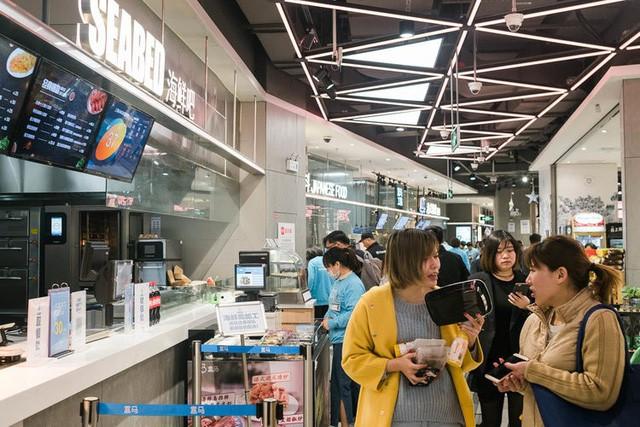 Siêu thị tương lai của Alibaba tại Trung Quốc đã vượt xa nước Mỹ: Giao hàng trong 30 phút, thanh toán qua nhân diện khuôn mặt - Ảnh 8.