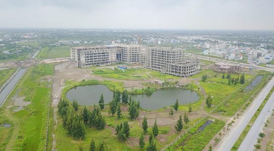 Cận cảnh hoang tàn dự án bệnh viện 700 giường đầu tư 850 tỉ đồng - Ảnh 1.