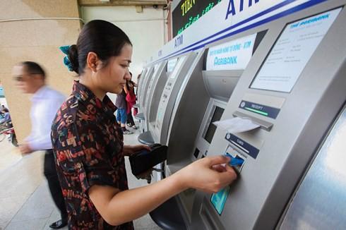 Người dùng dịch vụ ngân hàng điện tử đang thiếu công cụ bảo vệ - Ảnh 1.