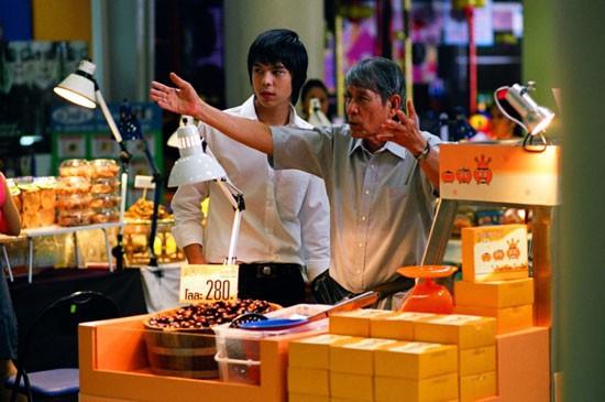 Tự truyện Vua rong biển Thái Lan: Thiếu niên 18 tuổi bỏ học đi bán hạt dẻ và bài học về đồng tiền dễ, đồng tiền khó - Ảnh 3.