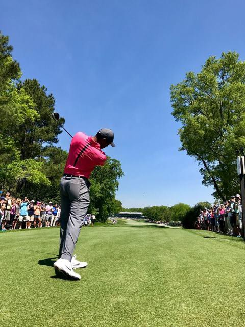 Khán giả vây kín sân Quail Hollow xem Tiger Woods đánh tập - Ảnh 6.