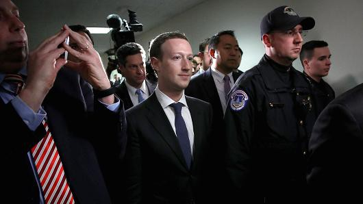 Các hãng công nghệ lớn chi hàng triệu đô la mỗi năm để bảo vệ người đứng đầu - Ảnh 1.