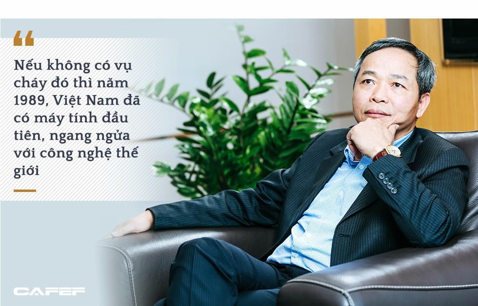 Từ thành viên nhóm nghiên cứu sản xuất máy tính đầu tiên đến Chủ tịch Tập đoàn CNTT số 2 Việt Nam: Cả đời đam mê chinh phục thế giới số - Ảnh 3.