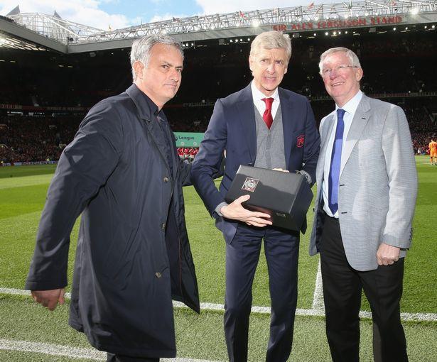 SỐC: Sir Alex Ferguson bị xuất huyết não, phải phẫu thuật khẩn - Ảnh 2.