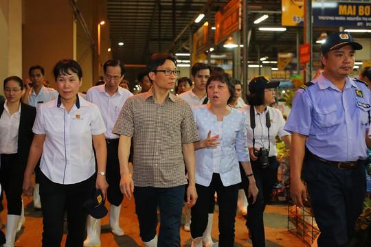 Phó Thủ tướng Vũ Đức Đam nửa đêm thị sát chợ đầu mối Bình Điền - Ảnh 11.