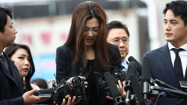 Nhân viên hãng hàng không Korean Air xuống đường biểu tình, kêu gọi chủ tịch từ chức - Ảnh 3.