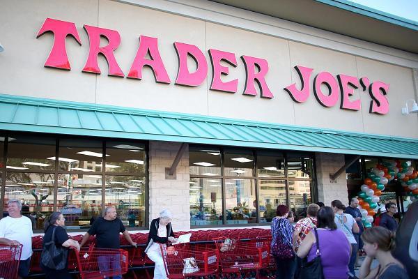 Bí mật kinh doanh thú vị của Trader Joes khi bán lẻ từng quả chuối với giá rẻ trong khi các đối thủ khác chỉ bán cả nải - Ảnh 1.