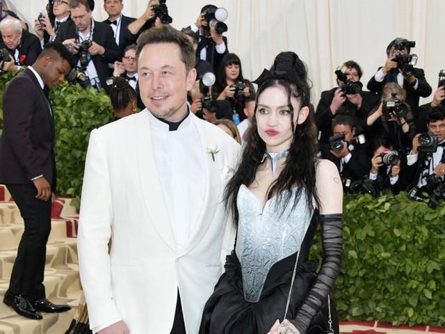 Thả thính như Elon Musk: Nói bông đùa về AI, có luôn bạn gái nhạc công xinh đẹp - Ảnh 1.