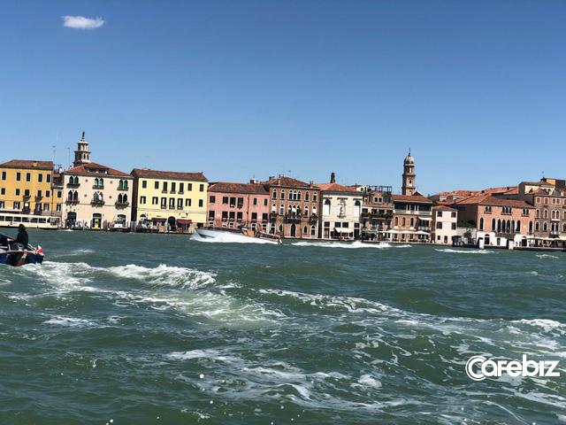Tôi vừa đến Venice và suýt chết ngạt, thành phố này đang bị nhấn chìm - không phải vì nước biển dâng mà bởi dòng lũ những du khách như tôi... - Ảnh 1.