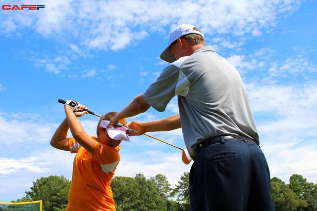Những bài học cuộc sống quý giá golf có thể dạy cho con bạn - Ảnh 3.