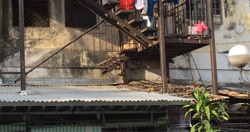 """Người Sài Gòn liều mình sống trong chung cư """"răng rụng"""" - Ảnh 7."""