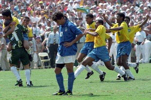 World Cup 1994: Nỗi đau tột cùng của tóc đuôi ngựa thần thánh Roberto Baggio - Ảnh 3.