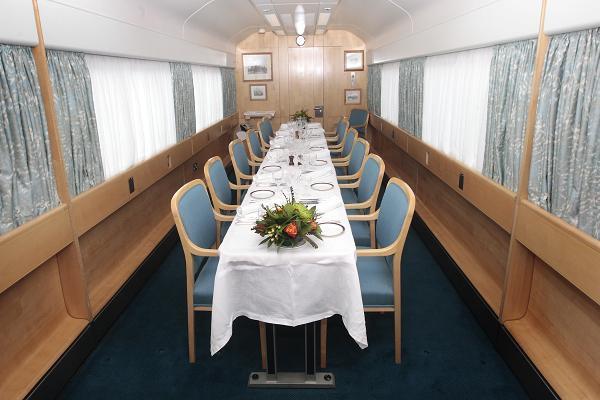 Có gì trên chuyến tàu ân sủng Công nương Meghan sẽ trải qua cùng Nữ hoàng Anh trong chuyến đi dài ngày tới Chester? - Ảnh 6.
