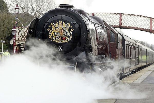 Có gì trên chuyến tàu ân sủng Công nương Meghan sẽ trải qua cùng Nữ hoàng Anh trong chuyến đi dài ngày tới Chester? - Ảnh 3.