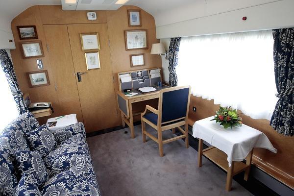 Có gì trên chuyến tàu ân sủng Công nương Meghan sẽ trải qua cùng Nữ hoàng Anh trong chuyến đi dài ngày tới Chester? - Ảnh 5.